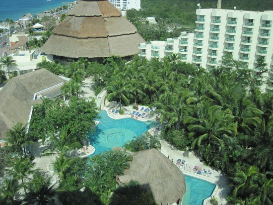 Grand Park Royal Luxury Resort Cozumel : looking down on the pool
