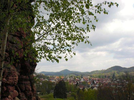 Hotel Pfalzblick : Wandern vor der Haustür - Blick auf Dahn