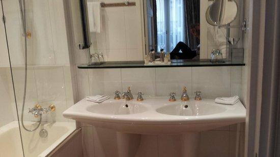 Hotel Claridge : Bathroom