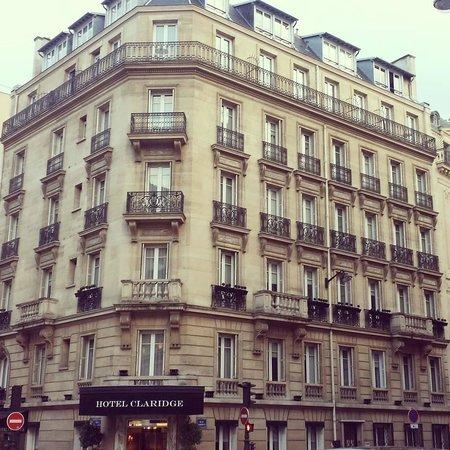 Hotel Claridge : The exterior of the hotel