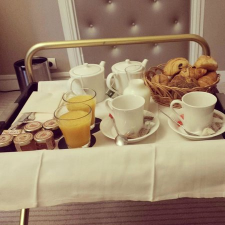 Hotel Claridge : Breakfast in bed