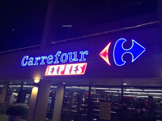 Fraser Place Anthill Istanbul : Carrefour express located right next to apartment