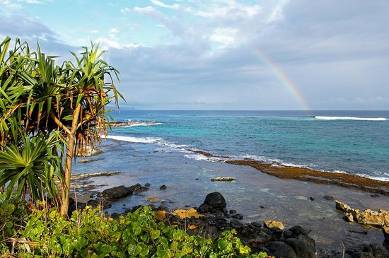 Kuau Inn: Rainbow over Paia Bay nearby