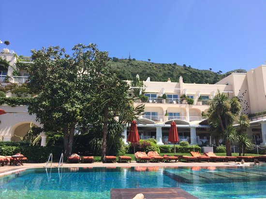 Capri Palace Hotel & Spa: Beautiful, tranquil pool area