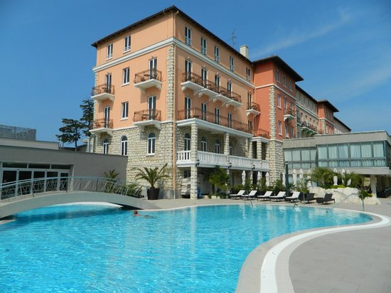 Grand Hotel Imperial: Hotel und Poolbereich