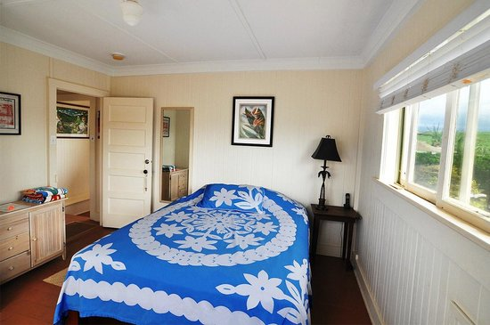 Kuau Inn: The comfortable Rooms 1 and 2 each have a queen size bed.