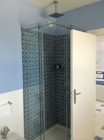 Capri Palace Hotel & Spa: Stand-up shower with rainfall shower head