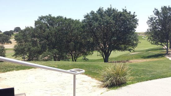 The Grill at Hunter Ranch: The view from our table on the deck!