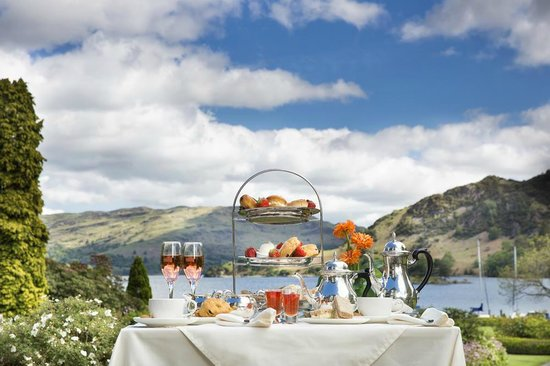 Inn on the Lake: Afternoon tea in the gardens
