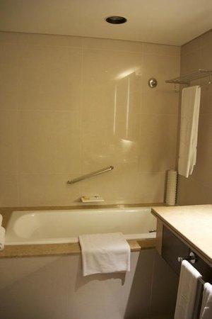 Shangri-La's Far Eastern Plaza Hotel Tainan: バスルーム