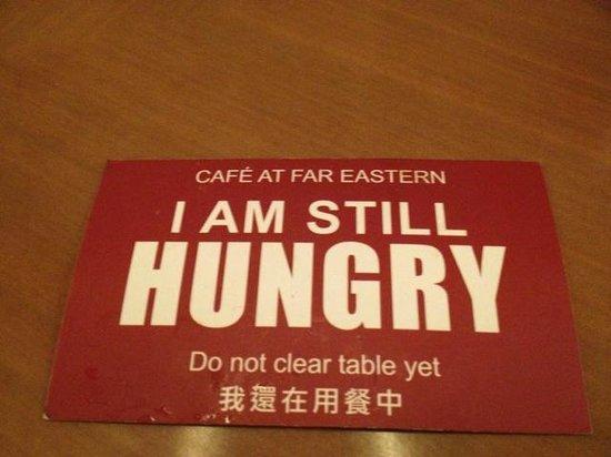 Shangri-La's Far Eastern Plaza Hotel Tainan: 朝食会場にあったもの。これで、座席は使用中、と分かります。食べ終わると裏返します。