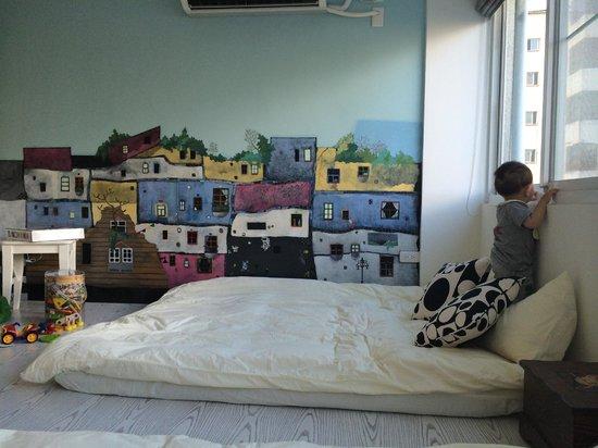 Deely House - Family B&B: 很美的壁畫!