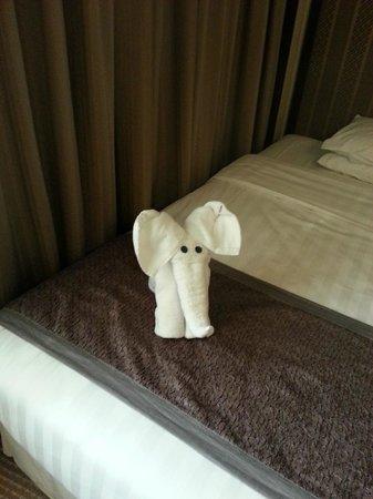 Howard Johnson Ginwa Plaza Hotel: Welcoming Elephant