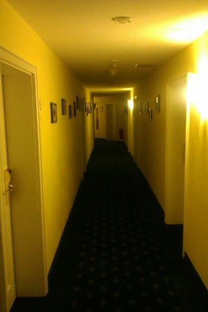 Hotel Landhaus Milser: Korytarz I piętro