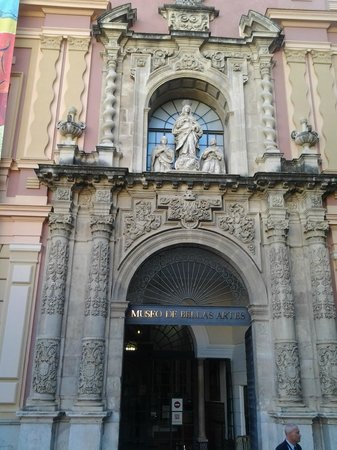 Museum of Fine Arts, Sevilla : Fachada plateresca del museo.