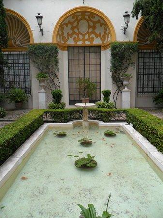 Museum of Fine Arts, Sevilla : Uno de los patios del museo.