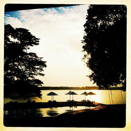 Ekho Safari Hotel: the pool at sunset