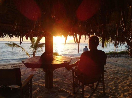 The Waterline Restaurant & Beach Bar : Sunset