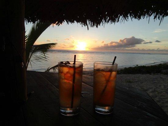 The Waterline Restaurant & Beach Bar : Relaxing...