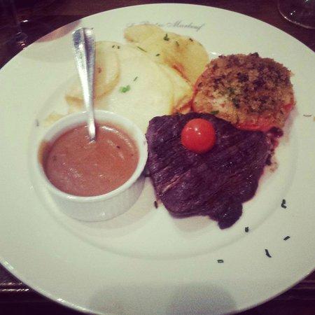 Le Bistro Marbeuf : Delicious steak