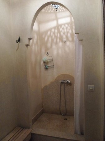 Dar Nouba: Moroccan style shower