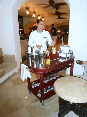 GR Caribe by Solaris : Our bar tender