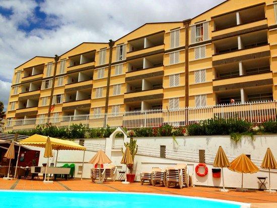 Apartamentos Dorotea: The Dorotea from the pool area