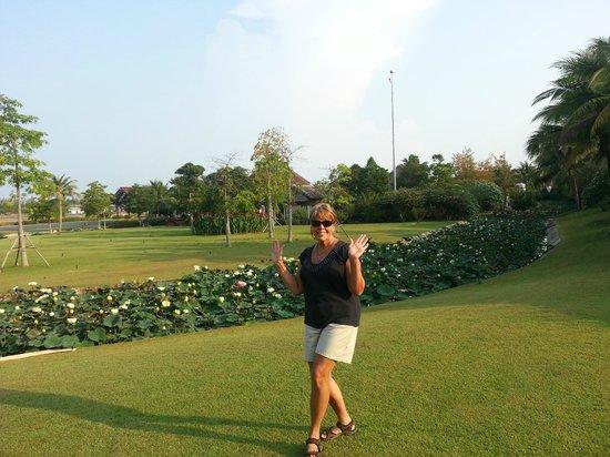 Centara Grand Beach Resort Samui: Linda, my Thai girl, departing Samui airport