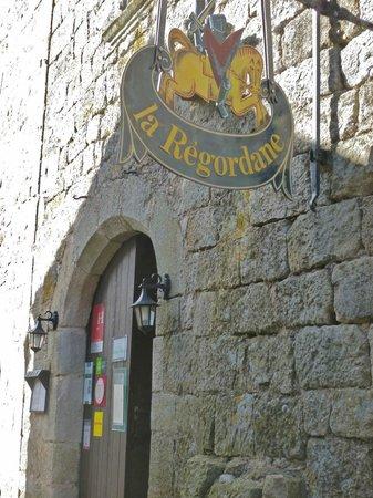 Auberge La Regordane : Entrée de l'Auberge