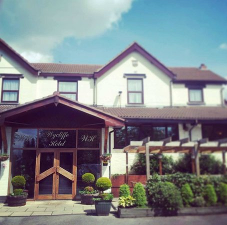 Restaurant Umberto: Wycliffe Hotel and Restaurant On A Nice Sunny Day