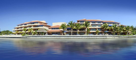 Porto Bello Private Residence Club: View from the Marina looking at Gran Marina
