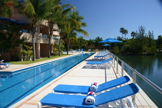 Porto Bello Private Residence Club: Our Lap Pool and balconies