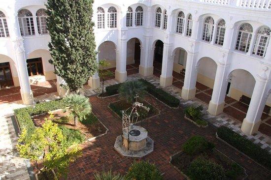 El Claustre De Ciutadella: Jardines de el Claustre