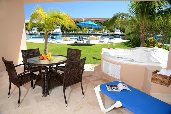 Porto Bello Private Residence Club: Every Villa has their own Jacuzzi, Marina View as well as Pool View