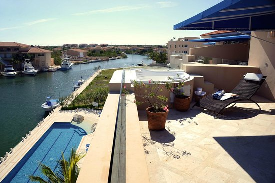 Porto Bello Private Residence Club: Our Pool and Marina View