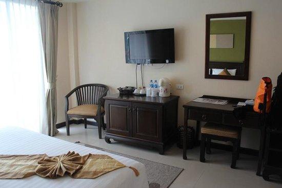 White Sand Krabi Hotel: few tv channel