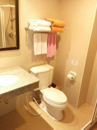 White Sand Krabi Hotel : they provide many towels