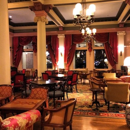 The Fairmont Empress : Famous Tea Lobby