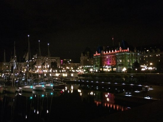 The Fairmont Empress : Night scene from inner harbor