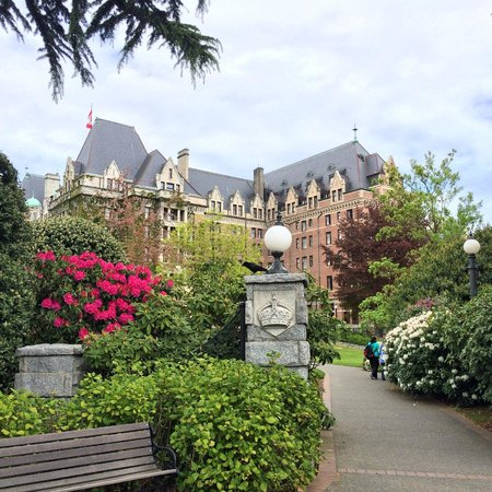 The Fairmont Empress : exterior