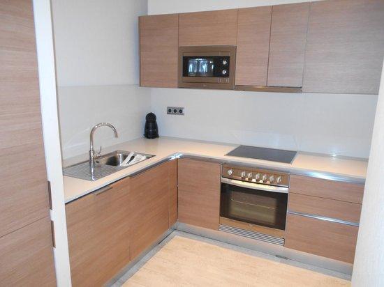 Eric Vokel Boutique Apartments - Gran Via Suites: Lovely kitchen