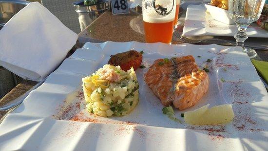 Ochre Restaurant: Salmon grillado