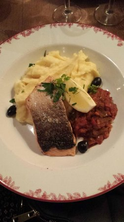 Chez Clement: Beautiful salmon