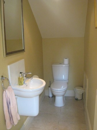 Doxford Cottages: Downstairs bathroom