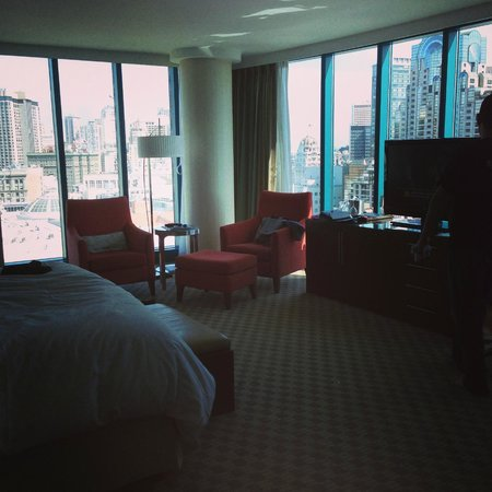 InterContinental San Francisco: Our corner room on the 24th floor