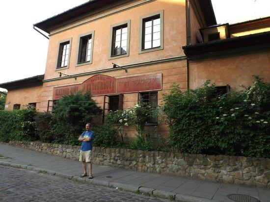 Klezmer Hois: outside