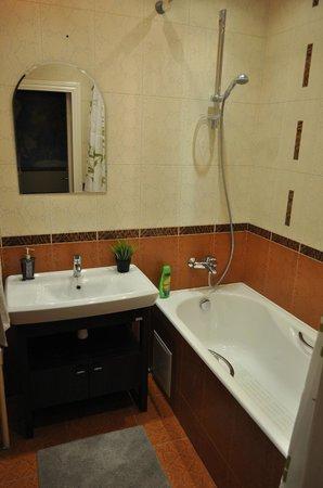 Garden Hostel: ванная комната / bathroom