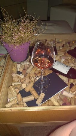 Le Vignoble: that glass went down nicely!!