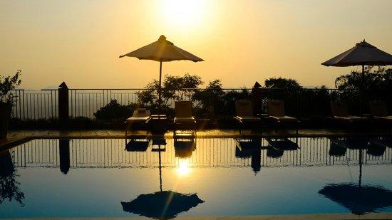 Amaya Hills: Pool at sunset