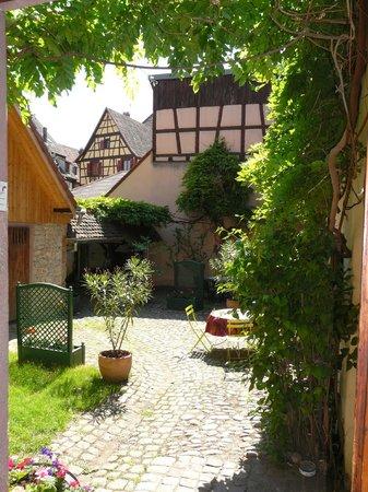 Gite Alsacien : Espace Jardin-Terrasse Romantique et Ensoleillé, où vous pourrez vous détendre...